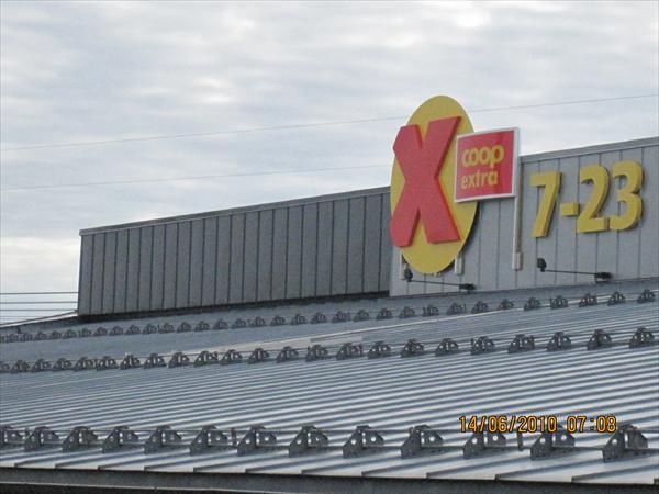 Båndtekking av tak på Coop Extra Iseveien i Sarpsborg